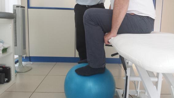 La fisioterapia consigue reducir los dolores derivados del Parkinson.