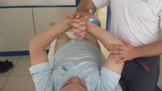 La fisioterapia neurológica ayuda a pailar los principales síntomas de la esclerosis múltiple.