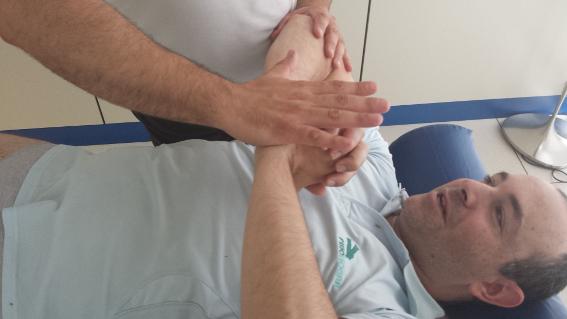 Los ejercicios y masajes consiguen menguar las contracturas y dolores que ocasiona la esclerosis.