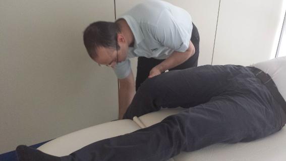 El tratamiento fisioterapéutico para esclerosis múltiple se puede realizar en la clínica o en su casa.
