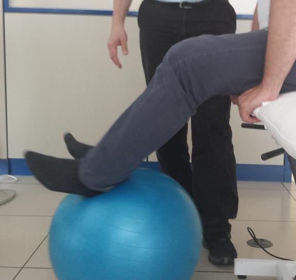 Los tratamientos de fisioterapia neurológica suelen ser largos y la ayuda familiar es vital.