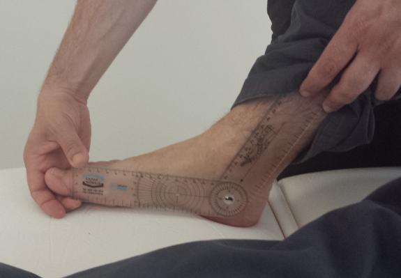 Periódicamente se revisa la evolución del tratamiento fisioterapéutico.