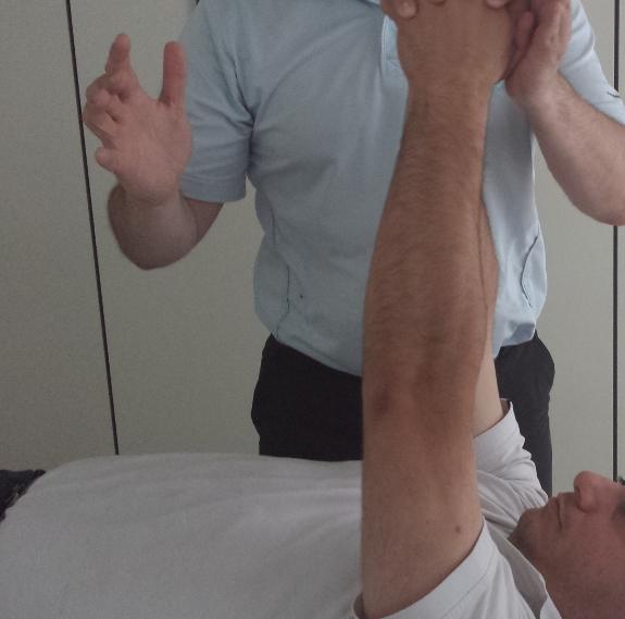 Los masajes y ejercicios antes de un viaje preparan el cuerpo para  la tensión de un viaje.