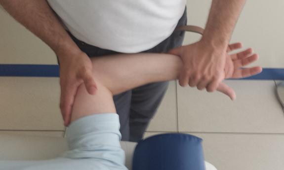 La terapia para las personas con ataxia se puede realizar en la clínica y en su casa.