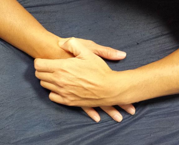 Existen ejercicios para potenciar la fuerza y movilidad de la mano.