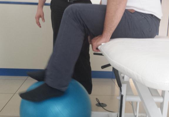 Los ejercicios diarios acaban siendo una rutina para los enfermos de Parkinson.