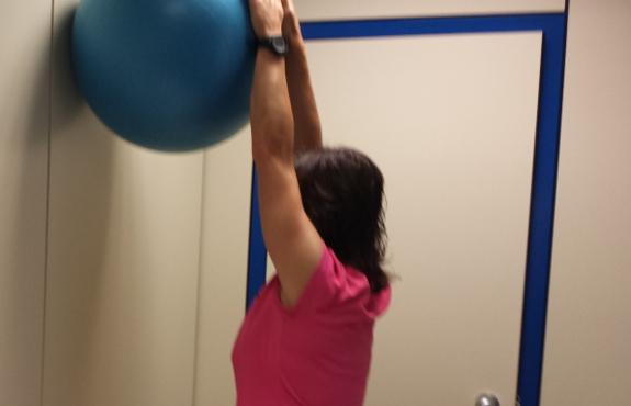 La ayuda de la familia para hacer los ejercicios de rehabilitación es muy importante.
