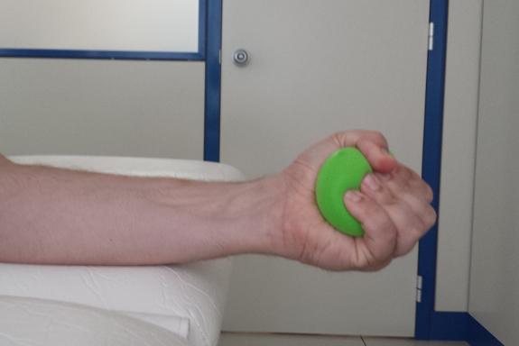 La pérdida de fuerza y el temblor de las manos en común en el Parkinson