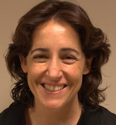 Esther Sanjurjo es una de las fisioterapeutas de nuestra clínica.