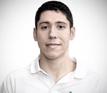 Juan Molina es uno de los fisioterapeutas que le atenderán en Móstoles.